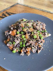 Bunter Reis mit Erbsen und Karotten