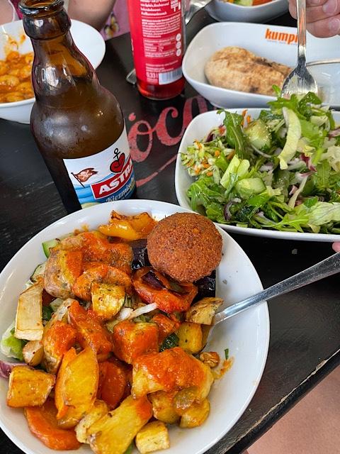 Gemüseteller und Salat