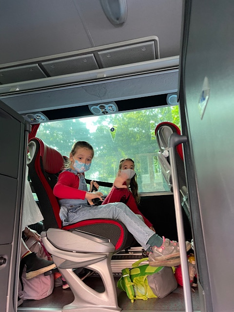KInder im Bus