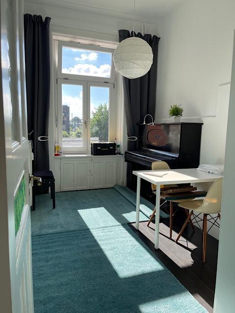 Zimmer mit Blick zum Fenster