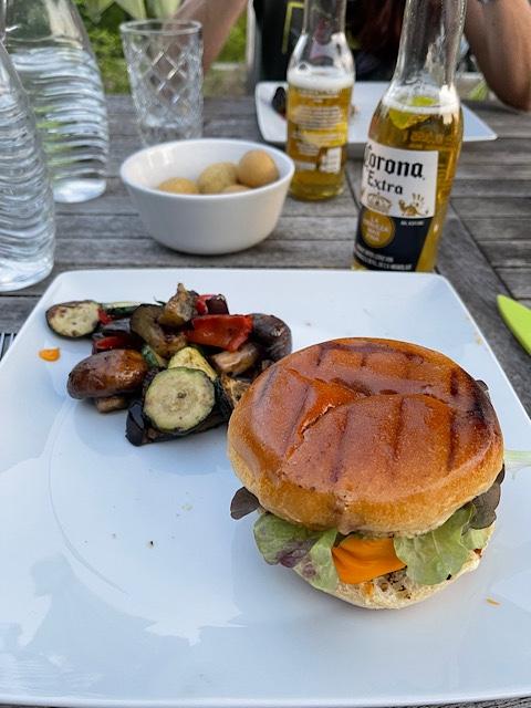 Burger und Grillgemüse