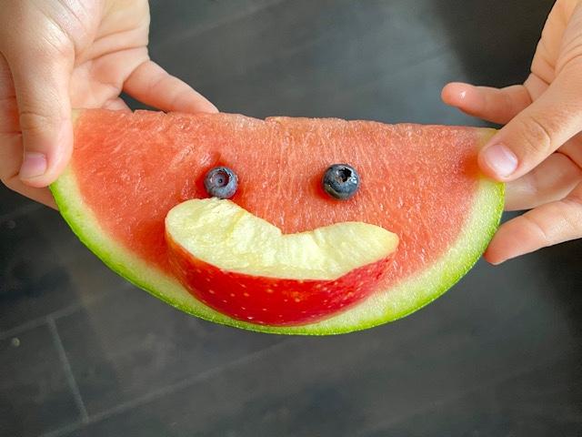 Melone mit Obst als Lachmund