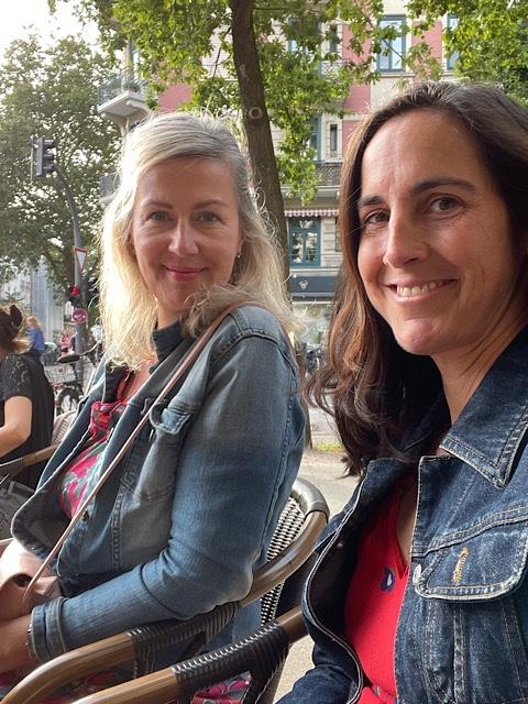 zwei Frauen im Restaurant