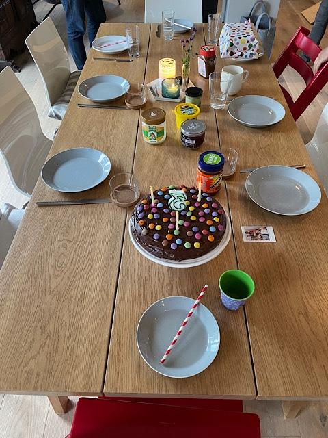 Geburtstags-Frühstückstisch